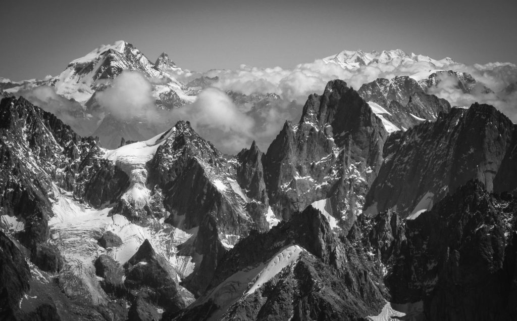 Chamonix-Zermatt Haute Route.  Tangopaso https://commons.wikimedia.org/wiki/File:Grand_Combin_et_Cervin_depuis_l%27Aiguille_du_Midi.jpg